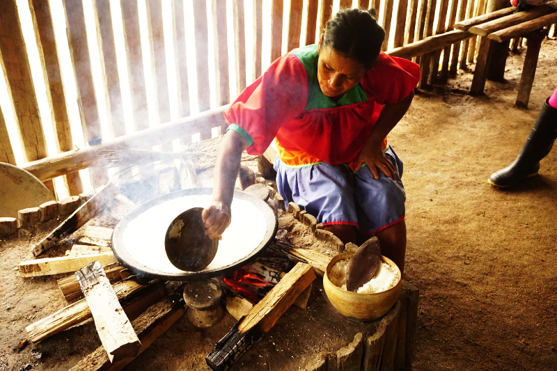 Siona lady making yuca bread