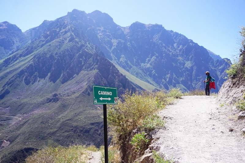 Hiiking down to San Juan, Colca Canyon