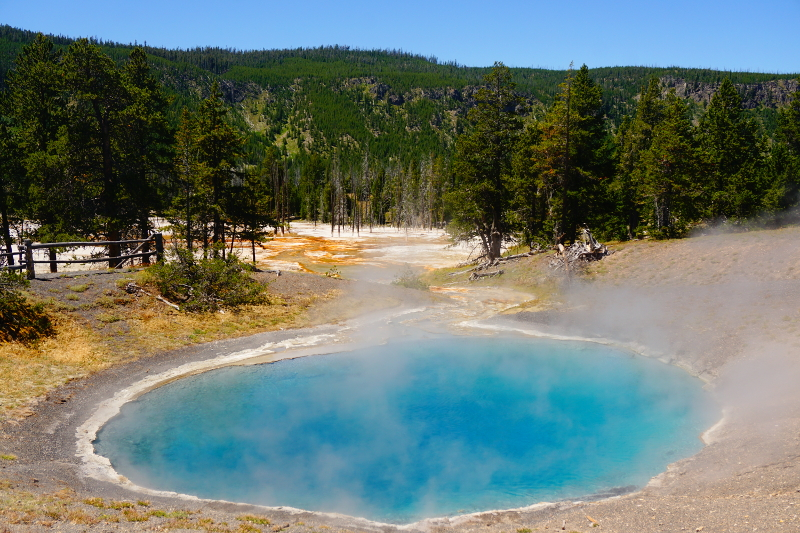Biscuit Basin, Yellowstone National Park, USA